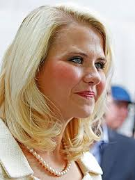 """Elizabeth Smart began a jubilant new chapter in her life Saturday – as a beaming bride. """"To be in one of her favorite places with her family has made for a ... - elizabeth-smart-2-300"""
