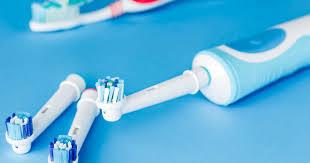 Почему вам давно пора выбросить обычную <b>зубную щётку</b> и ...