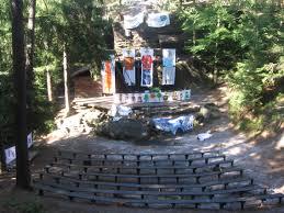 hlediště v lesním divadle v Kytlicích