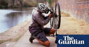 Cycling: how to <b>fix</b> a <b>puncture</b> (even if you don't have the right tools ...