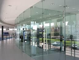 Применение стеклянных перегородок