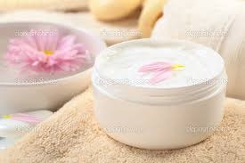 HAND AND FACE CREAM USİNG ile ilgili görsel sonucu