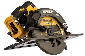 Бесщеточная <b>дисковая ручная пила DEWALT</b> DCS576N - цена ...