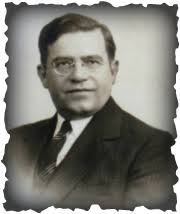 Hans R. Waldvogel (1893-1969). Picture. chicago - in 1920 he left the family jewellry business and...three and a half years years assistant pastor in ... - 1328354266