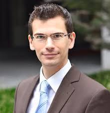 (FH) Martin Sutter ist Betriebswirt und Absolvent der Fachhochschule Vorarlberg. Seine große Leidenschaft ist die Musik, praktisch und theoretisch. - teaserbox_16747744