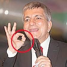 Risultati immagini per uomo mani anelli