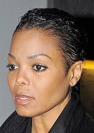 Janet Jackson heeft zichzelf altijd verschillende haarstylen aangemeten. Het korte hadden we nog niet voorbij zien komen, dus is ook wel leuk voor de ... - janet-jackson