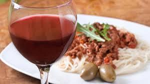 Привычку выпивать <b>бокал вина</b> за <b>ужином</b> назвали опасной для ...
