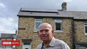 <b>Solar panels</b>: Thousands of customers complain - BBC News