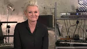 Eva Dahlgren berättar om första skivan på nio år | SVT.se