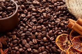 На вретище разбросаны ароматные <b>кофейные</b> зерна арабика и ...