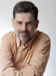 Carlos González es Licenciado en medicina por la Universidad Autónoma de Barcelona. Se formó como pediatra en el Hospital de Sant Joan de Déu de Barcelona. - FOTO-CARLOS-GONZALEZ-PEDIATRA