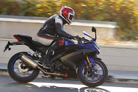 2019 <b>Yamaha YZF-R125</b> review | Road & track tested!
