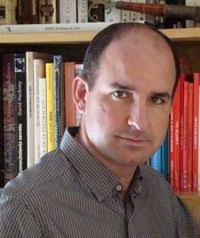 Roque Pérez Prados nació en Alicante en 1968. Diplomado en Óptica y Optometría, ha trabajado en publicidad y marketing para prensa, radio y televisión y ... - autorroqueperez
