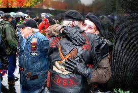 u s department of defense photo essay ors embrace at the vietnam veteran s memorial wall in washington d c on veterans day