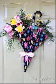 Entrance decorated with flowers in modern way