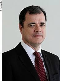 À frente da chapa Unidade e Valorização, o juiz gaúcho João Ricardo dos Santos é o candidato de oposição à presidência da Associação dos Magistrados ... - dr-joao-ricardo-0608132