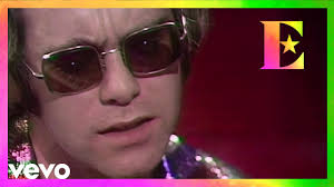 <b>Elton John</b> - Tiny Dancer (<b>Live</b> On Old Grey Whistle Test) - YouTube