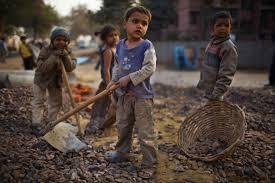 Risultati immagini per bambini che lavorano nei campi
