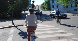 Should <b>bicycle helmets</b> be mandatory?
