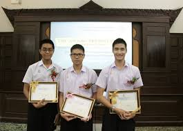 the award presentation ces english essay contest europe in st the award recipients mr shone puipia from patumwan demonstration school srinakharinwirot university