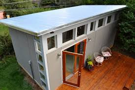 Discover the Best Way to Build Your Very Own Greenhouse with a Base