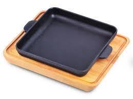 <b>Сковорода</b> чугунная <b>квадратная</b> 18х18х2.5 см с <b>дощечкой</b> BRIZOLL