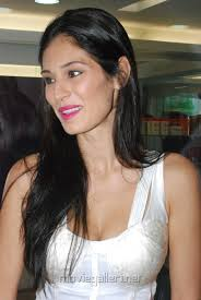 Billa 2 Actress Bruna Abdullah Inaugurates Naturals Lounge 150th outlet at Anna Nagar East, Near Estilo, opposite Zaitoon, Chennai. - bruna_abdullah_inagurates_naturals_lounge_anna_nagar_chennai_7029