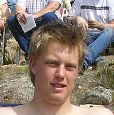 """Henrik Petersson, Kittelfjällare. näst yngst i klanen Petersson, """"kilar stadigt"""" med Lina. - s42"""