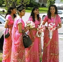<b>Bridesmaid</b> - Wikipedia