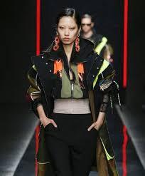Какие <b>куртки в</b> моде осенью 2018 - фото женских моделей ...