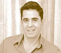 Desde hace mucho tiempo somos testigos del trabajo y profesionalismo de Javier Encinas. Lo vimos por primera vez en el canal universitario de Cochabamaba; ... - javier-e