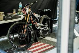<b>Mountain bike</b> frame materials: <b>Alloy</b> vs carbon **quiz**