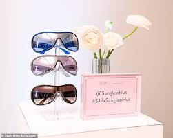 SJP's <b>new sunglasses</b> line and more of the week's <b>fashion</b> highlights ...