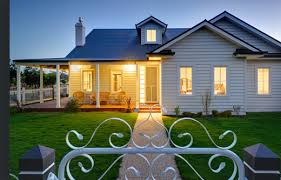 ideas about Australian Country Houses on Pinterest   Country       ideas about Australian Country Houses on Pinterest   Country Houses  Dulux Natural White and Queenslander