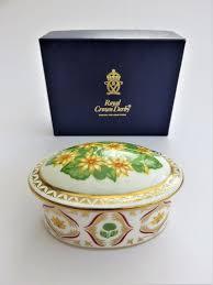 <b>Royal Crown</b> Derby Celandine trinket / pill box with lid, decorated ...