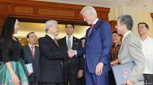 Image result for hình cựu tổng thống Bill Clinton đến thăm Lăng Hồ Chủ Tịch