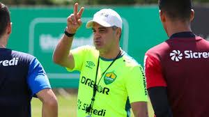 Apesar de superioridade, Chamusca prega respeito ao Luverdense na fase eliminatória