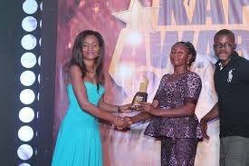 samara pharmacy rep presents award