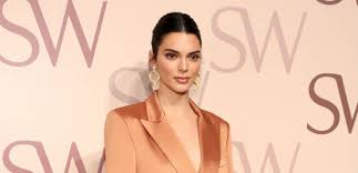 Kendall Jenner Shows Off Freckles In <b>Stunning New</b> 'British Vogue ...