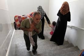 photo essay palestinians flee i aggression in northern gaza inside an unrwa school 13 2014