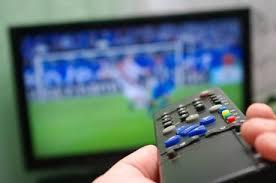 Resultado de imagem para Muito tempo na frente da TV pode aumentar o risco de morte por câncer e outras doenças, sugere estudo