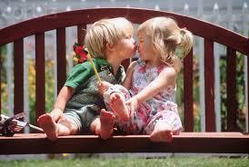 「kid kissing」的圖片搜尋結果
