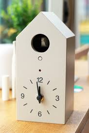 cuckoo clock this cuckoo clock uses bellows that carefully handmade better than any electronic sound it tweets in mellow tones every hour