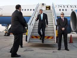 جون كيري يصل لأندونيسيا لحضور مراسم تنصيب الرئيس و للسعي  للحصول على دعم ضد تنظيم الدولة الإسلامية