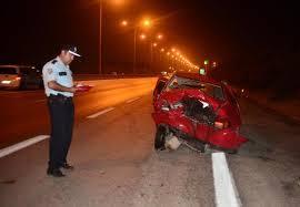 Otomobil, otomobile arkadan çarptı: 3 yaralı