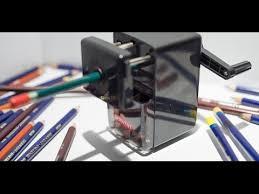 Точилка Derwent Super <b>Point</b> Mini Manual Sharpener в работе ...