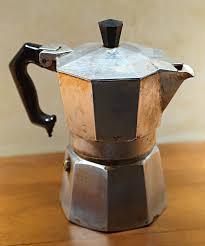 <b>Гейзерная кофеварка</b> — Википедия
