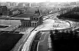 「before 1989, berlin brandenburg gate closed」の画像検索結果