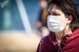 Носить <b>защитную маску</b> на улице нецелесообразно